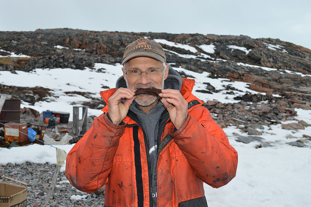Pierre-Yves Daoust eating seal